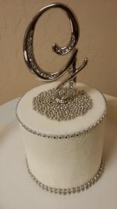 SugarVeil Tall Wedding Cake by Heavenly Cake pops Easy Roller 5