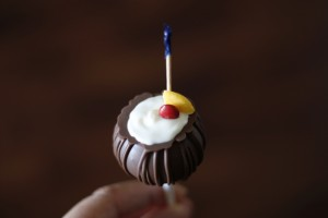 Pina Colada Cake Pops HCP Easy Roller18
